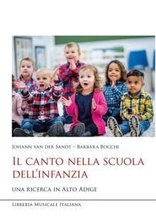 bambini che cantano in copertina del libro: Il canto nella scuola dell'infanzia