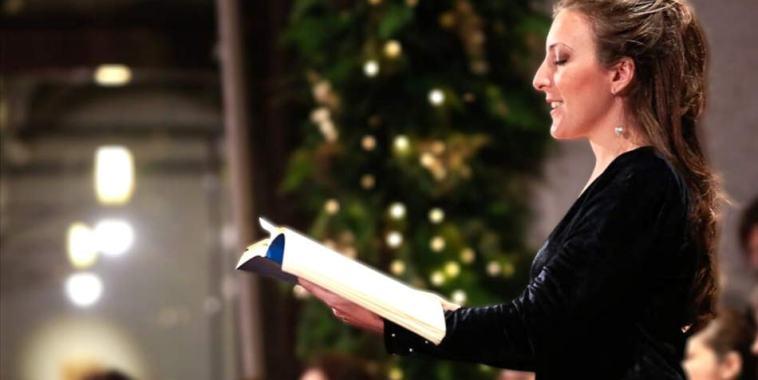 la cantante lirica Ilaria Ribezzi durante un concerto