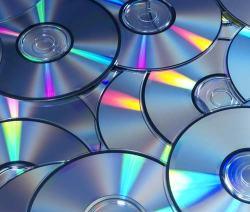 tanti CD vergini, uno dei supporti musicali