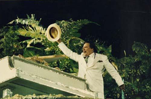Tom Jobim sul carro della scuola di samba della Mangueira al Carnevale di Rio del 1992