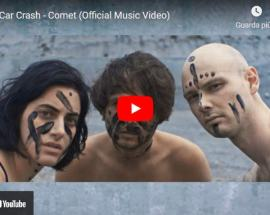 I Celeb Car Crash nella copertina del video di Comet