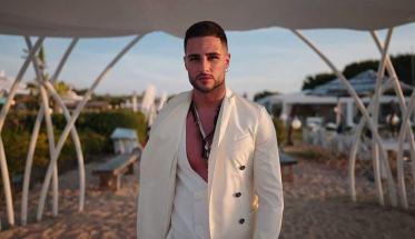 Sasha Donatelli, sulla spiaggia vestito di bianco