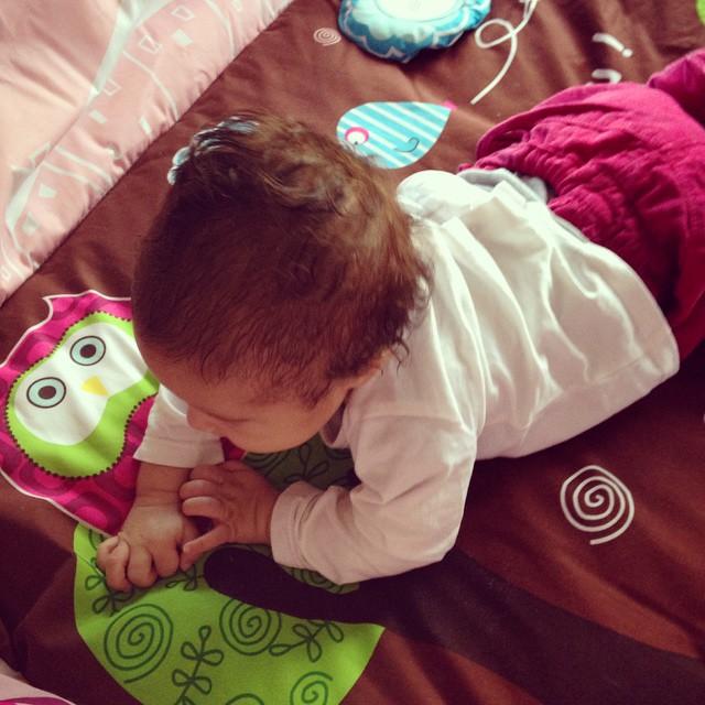 Bébé s'éveille de plus en plus !