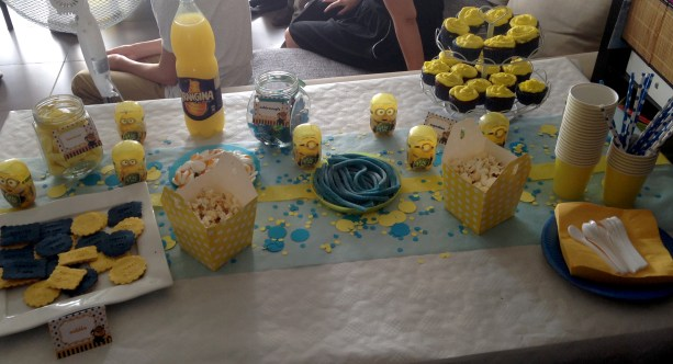 sweet table minion 1
