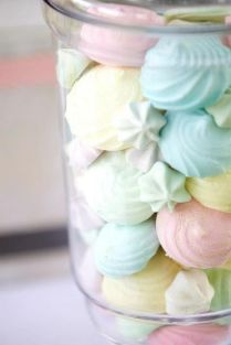 http://littlebigco.blogspot.fr/2013/04/ice-cream-themed-party-by-sugar-coated.html
