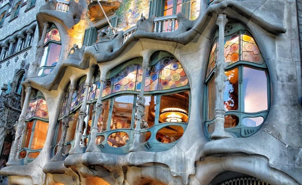 Cronicas de Barcelona 2: Casa Milà – La Pedrera y Casa Batlló, una mañana Gaudí