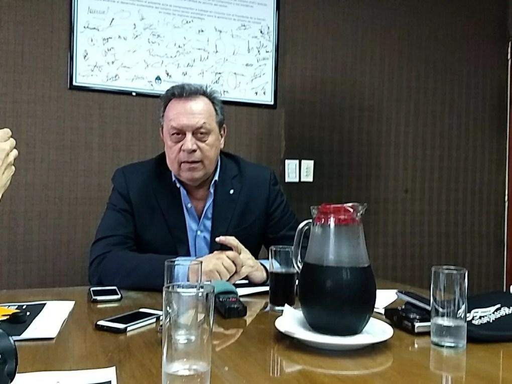 Ministro de turismo Gustavo Santos