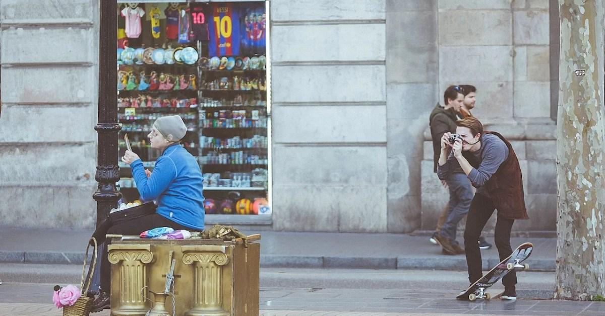 Turistas y locales
