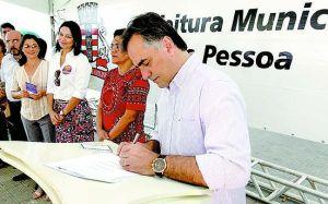 Cartaxo entrega 70 títulos de regularização fundiária no Paço Municipal nesta segunda