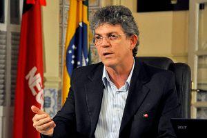 Governador recua e transfere para AL decisão sobre TCM