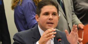 Mais próximo do Governo, Hugo Mota adota neutralidade sobre impeachment de Dilma