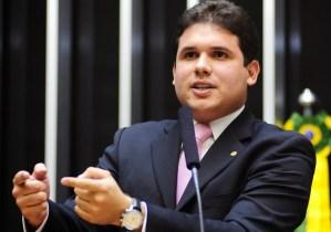 Hugo Motta confirma candidatura à liderança do PMDB na Câmara
