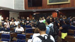 """MP 242: Servidores ocupam plenário da AL e radicalizam: """"Só saímos com uma proposta do Governo"""""""