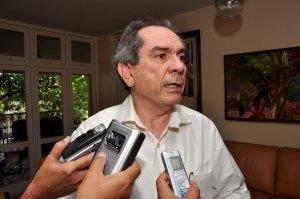 Raimundo Lira  evita falar sobre liderança no Senado e comenta conselho de Cássio