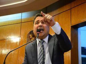 Rodízio permite retorno de Renato Martins à liderança da oposição na CMJP