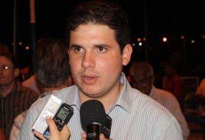 Hugo Mota aguarda posição do PMDB para se posicionar sobre cassação de Cunha