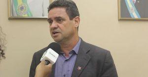 Charliton Machado alerta que PEC 241 irá impedir reajuste real do salário mínimo