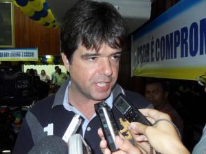 """""""Fechar escola é um crime imperdoável"""", reage com indignação Ruy Carneiro"""