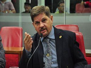 Sérgio da Sac colhe assinaturas para mudança de lei que permite retorno dele à CMJP