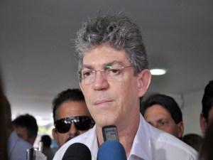 """Ricardo Coutinho evita comentar substituição de João Azevedo: """"Não sou dirigente partidário""""."""