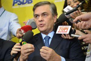 Cássio Cunha Lima revela preocupação com Brasil e prevê futuro de muitas turbulências
