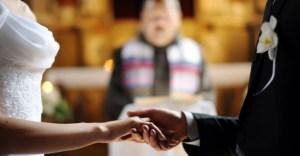 Deputado apresenta projeto que prevê indenização para quem trair no casamento