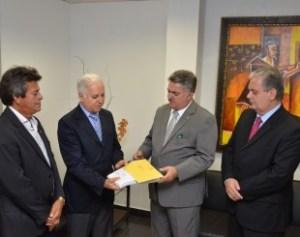 Presidente do TJ recebe relatório da CPI da telefonia móvel e parabeniza trabalho de deputados