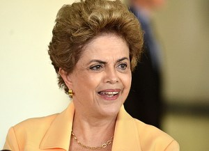 Dilma anuncia reajuste no Bolsa Família em ato do 1º de Maio da CUT