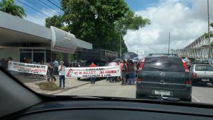 Em greve, professores fazem protesto em frente à Prefeitura de João Pessoa por melhorias salariais