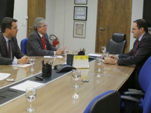 Ricardo trata de alongamento de dívida do Estado com ministro da Fazenda