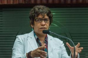 BASTIDORES: Estela se recusa a abrir espaço para Hervázio e perde prestígio no Jardim Girassol