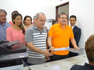 """Galdino registra candidatura e diz que tem origem diferente: """"Sou do povo"""""""