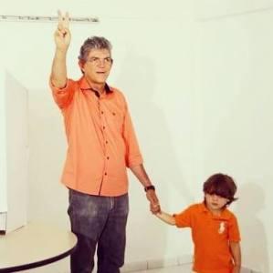 Ricardo Coutinho vota pela manhã na Fundação Casa José Américo