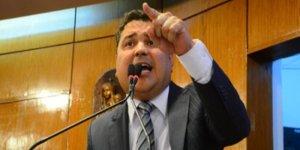 Em silêncio, 'homem bomba' e ex-vereador do PSB se alia a Cássio Cunha Lima