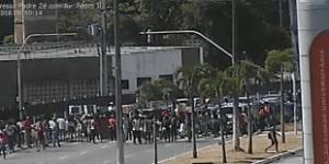 Protestos contra Michel Temer travam trânsito nos Bancários e na BR-101