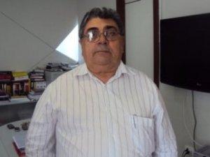 Racha: Após reunião de Lira com dissidentes do PMDB, dirigente convida senador a deixar partido