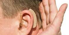 Pacientes com problemas auditivos recebem atendimento durante ação de saúde em JP