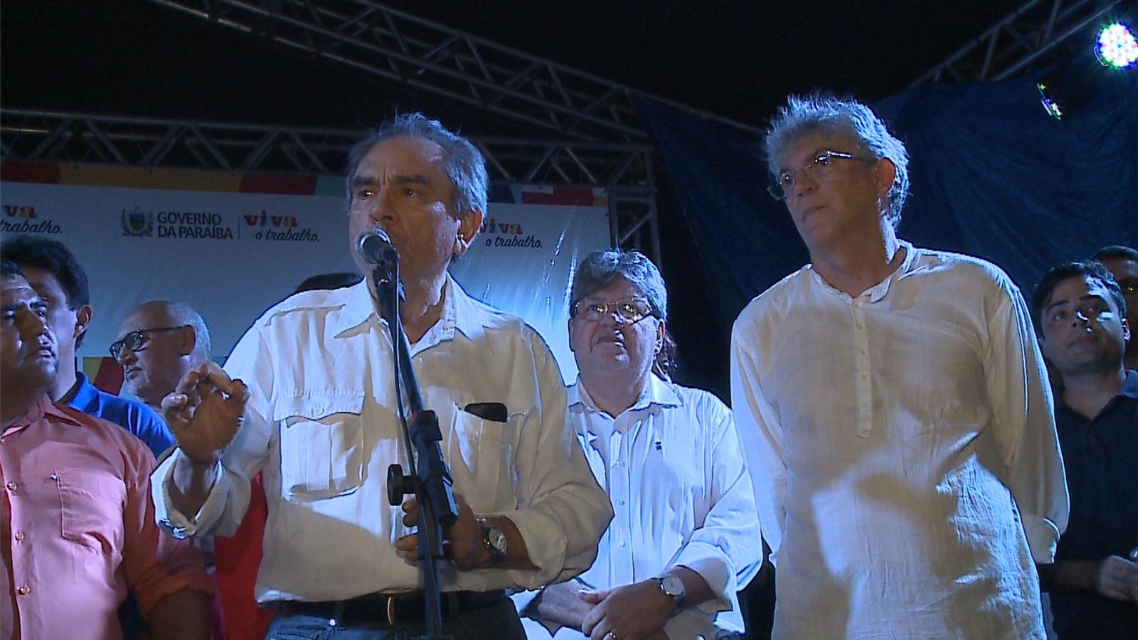 Bastidores: Ao lado de RC, Lira se convida para ir a evento com Lula em Monteiro