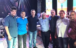 Ao lado de Panta, Cartaxo participa da festa de emancipação em Santa Rita