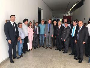 BASTIDORES: Vereadores fazem surpresa a Luciano Cartaxo em seu aniversário
