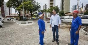 Luciano Cartaxo visita obras de praça no Miramar e anuncia entrega para a próxima semana