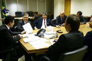 Cássio acompanha prefeitos paraibanos em audiência no Ministério das Cidades