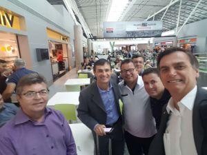 BASTIDORES: Bolsonaro e Romero se encontram em Brasília e posam para foto