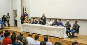 Cartaxo assina contrato de R$ 70 milhões para pavimentação de quase 500 ruas