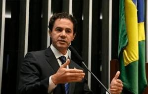 Veneziano protocola pedido de desfiliação do MDB; saiba possível destino do deputado