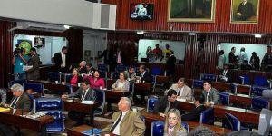 """Deputados repudiam ataques de Estela à polícia: """"Disse o que não devia"""""""