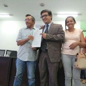 Agricultores da Paraíba recebem documentos que dão posse de terra