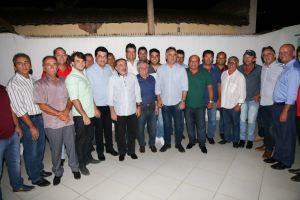 Cartaxo prestigia festa de emancipação de Itaporanga e dialoga com lideranças da região