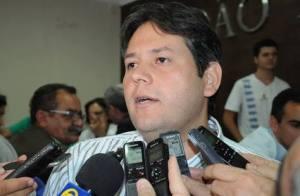 Prefeito de Patos nomeia esposa de tio para comandar a Educação no município