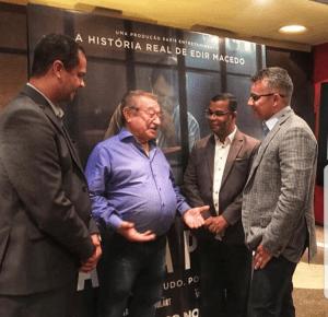Ao lado de Jutay e bispo Luiz, Maranhão assiste estreia do filme sobre vida de Edir Macedo